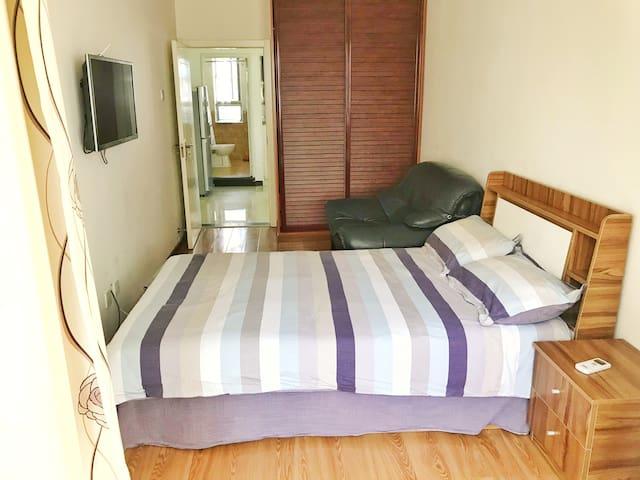 精致房源今晚特价为出差旅行的你,提供一处既安静安全有划算的住处。