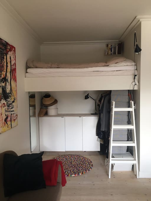 The loft bed, raised 1,60 m above the floor