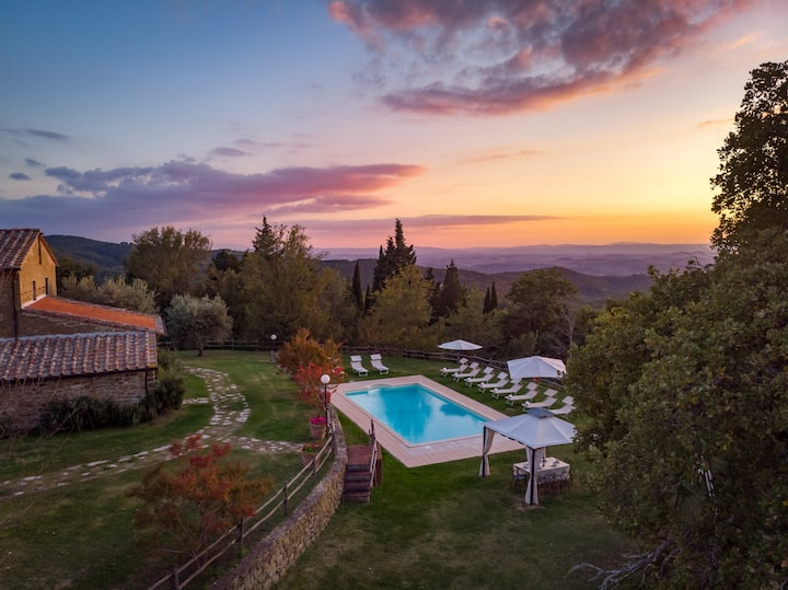 Villa Le Tornaie 14 guests 30 minutes from Siena