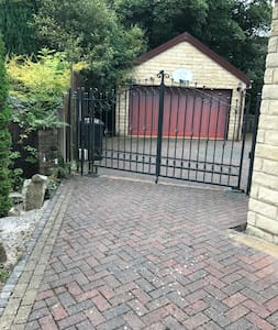 Double Bedroom available in Detached Modern House