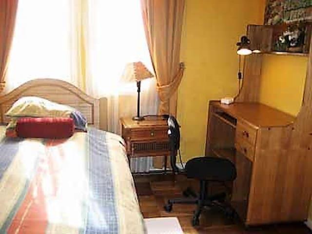 Casona Maria Luisa, Habitación 1