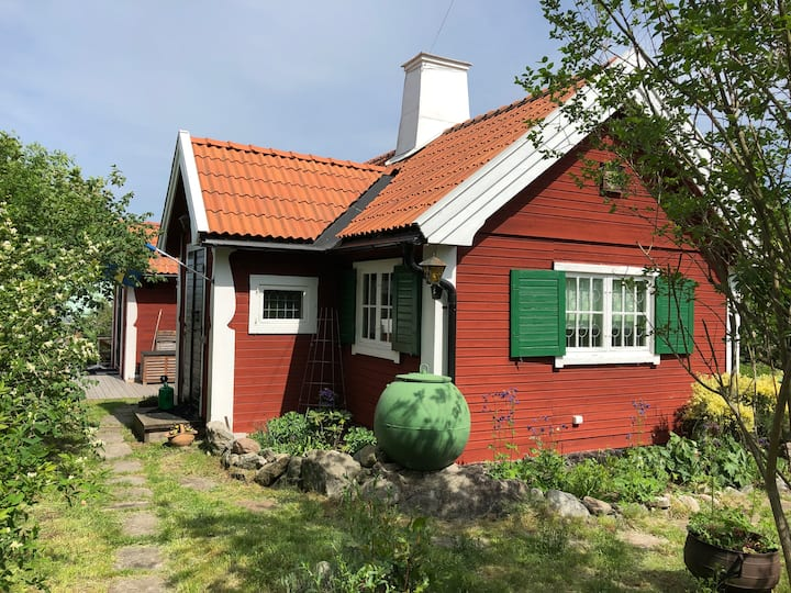 Cosy cottage with sea view near Stockholm city