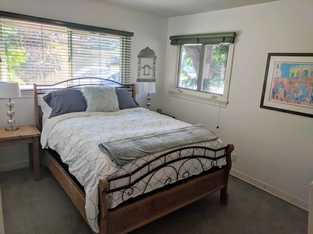 PRIVATE Bed/Bath/office Guest Suite -prime West LA