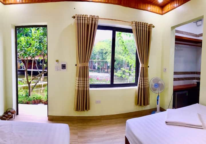Phòng 2 giường đơn nhìn ra hồ