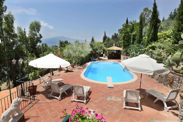 Villa in Castelmola con piscina e vista Etna mare2
