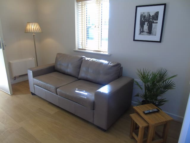 Modern One Bedroom Apartment - Long Hanborough - Apartment