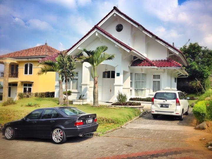 Villa Lotus Kavling H5 Cipanas Puncak for Family
