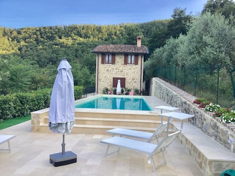 THE LODGE in UMBRIA- Panoramic house with garden