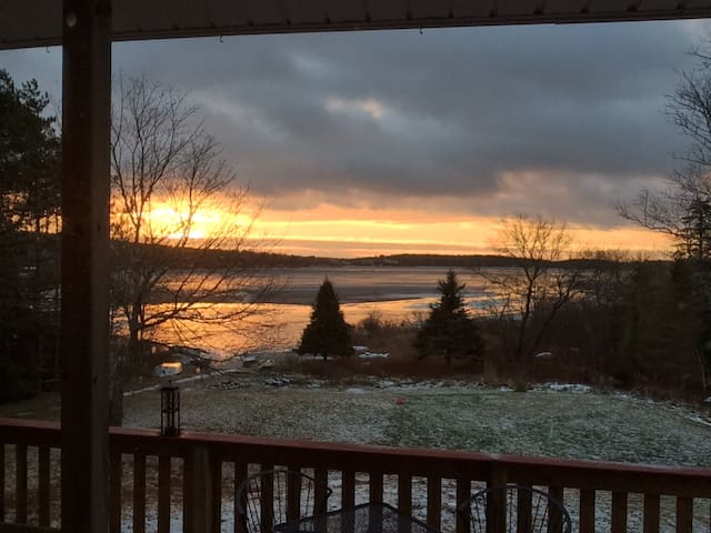 Cozy retreat on Grand Lake, 20 min to HFX - Williamswood