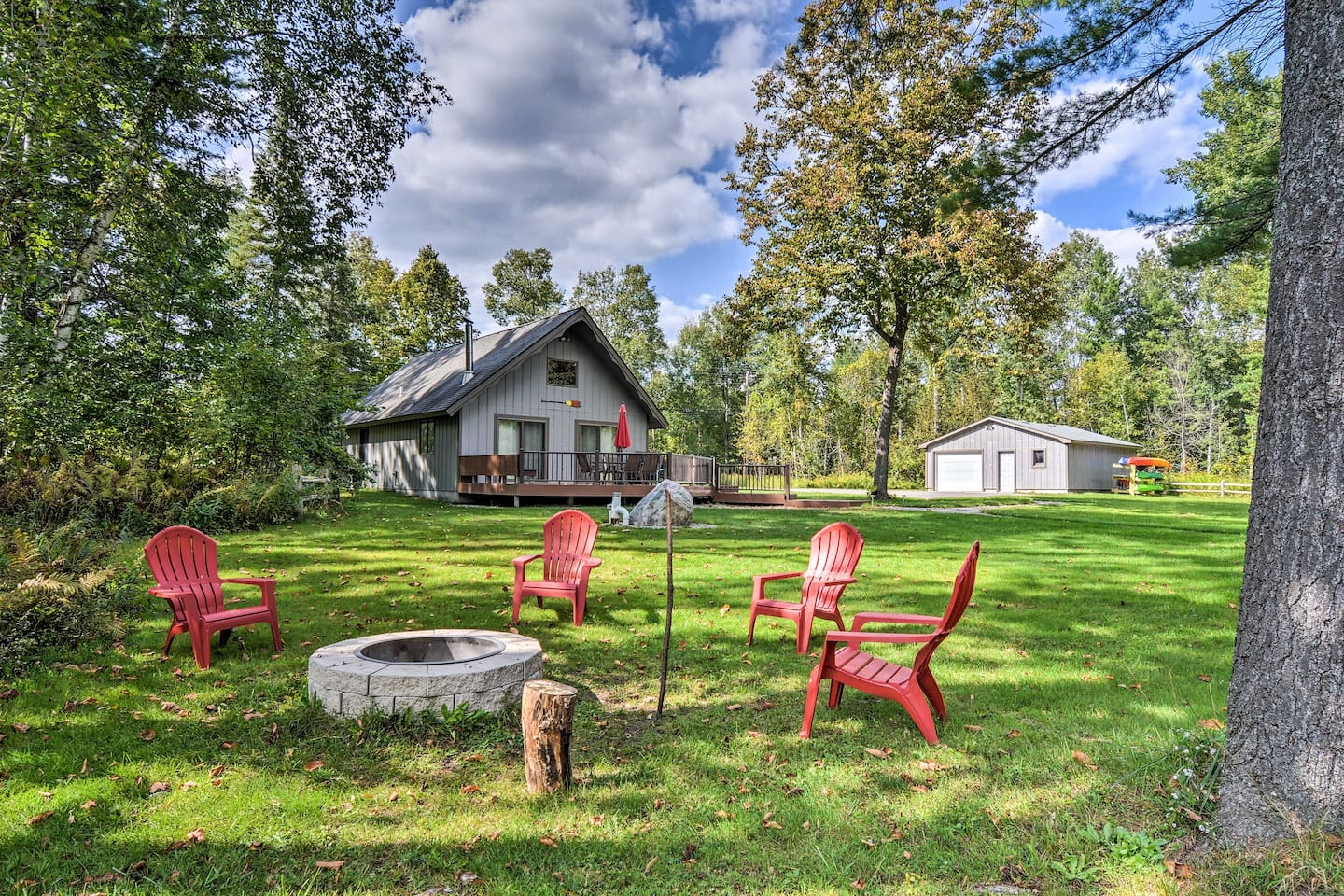 Explore northern Michigan from this vacation rental cabin!
