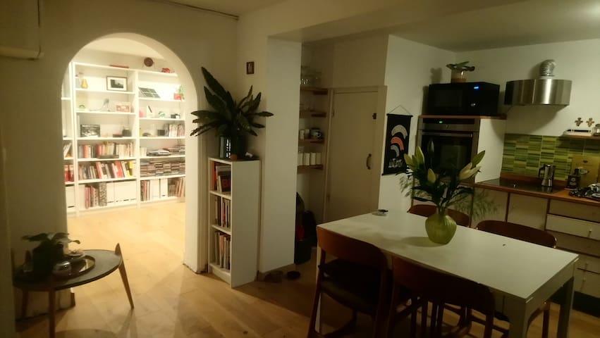 Grande chambre dans jolie maison