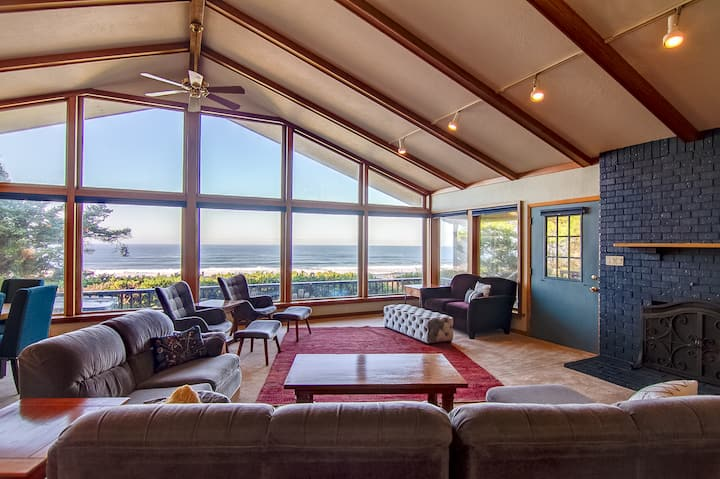 Hot Tub, Dog Friendly & Game Room in Large Ocean Front Home!
