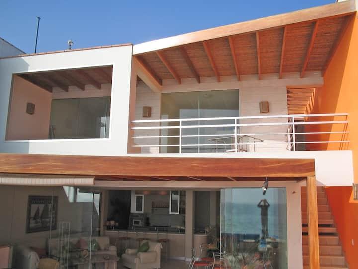Hermosa Casa Frente al Mar en Señoritas P. Hermosa