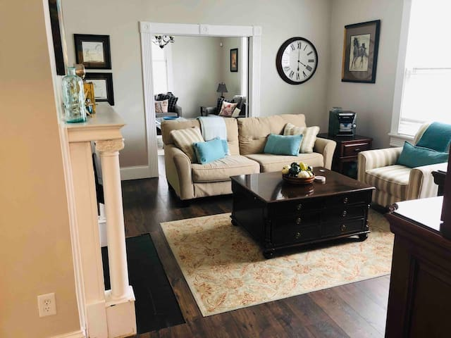 Living Room with TV and DVD player including your personal access to Netflix, Hulu, Amazon Prime Videos, YouTube, etc!
