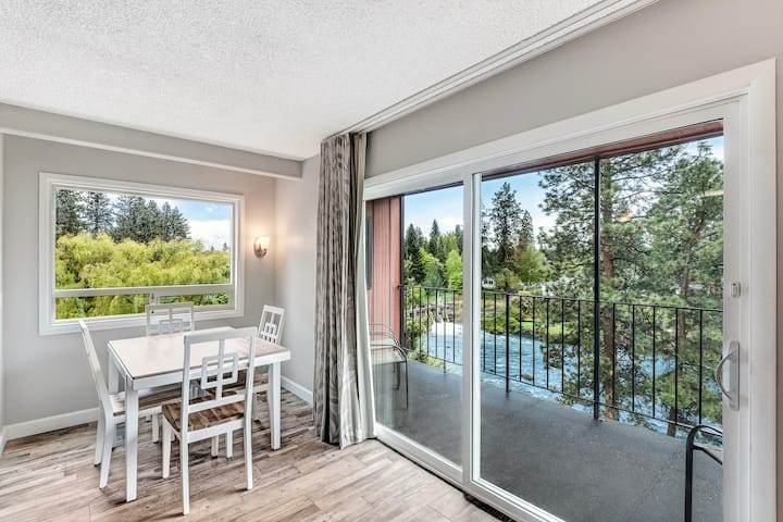 Riverfront Condo w/Amazing View - Downtown Bend