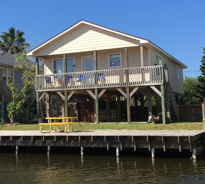 3BD/2BA Waterfront Bay Family Staycation Home