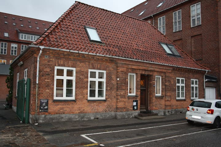 ground floor of coziest house in cph - near to all - Kopenhagen - Haus