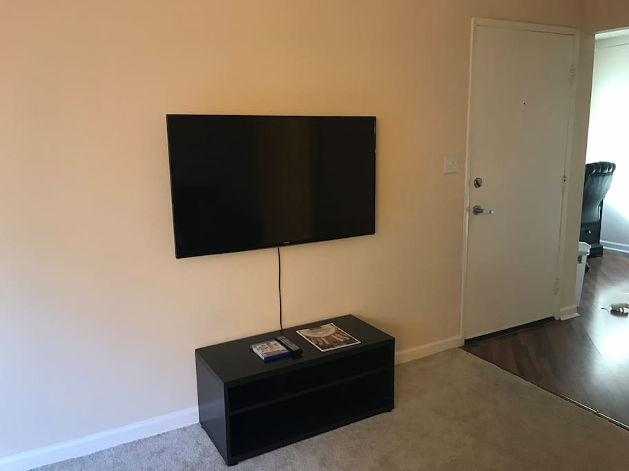 Smart Tv with Netflix and Amazon Video Services