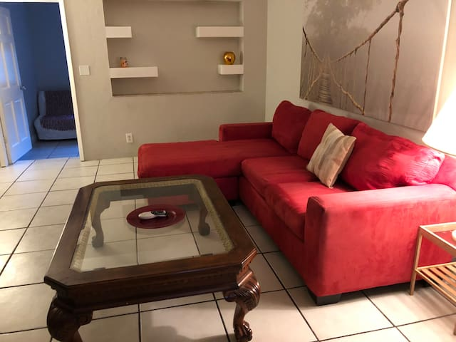 walking distance to Beach. Free parking and wifi