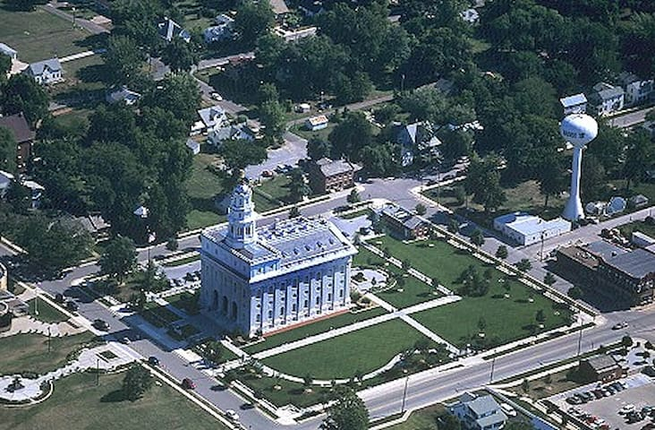 NAUVOO MANSION ON THE HILL