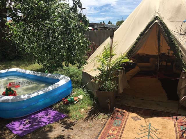 Backyard Glamping - Heidelberg West - Tenda Tipi