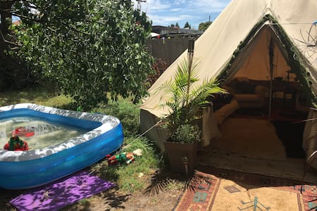 Backyard Glamping - Heidelberg West - Tipi