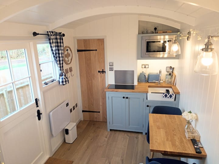 Yew Tree View Luxury Shepherd's Hut