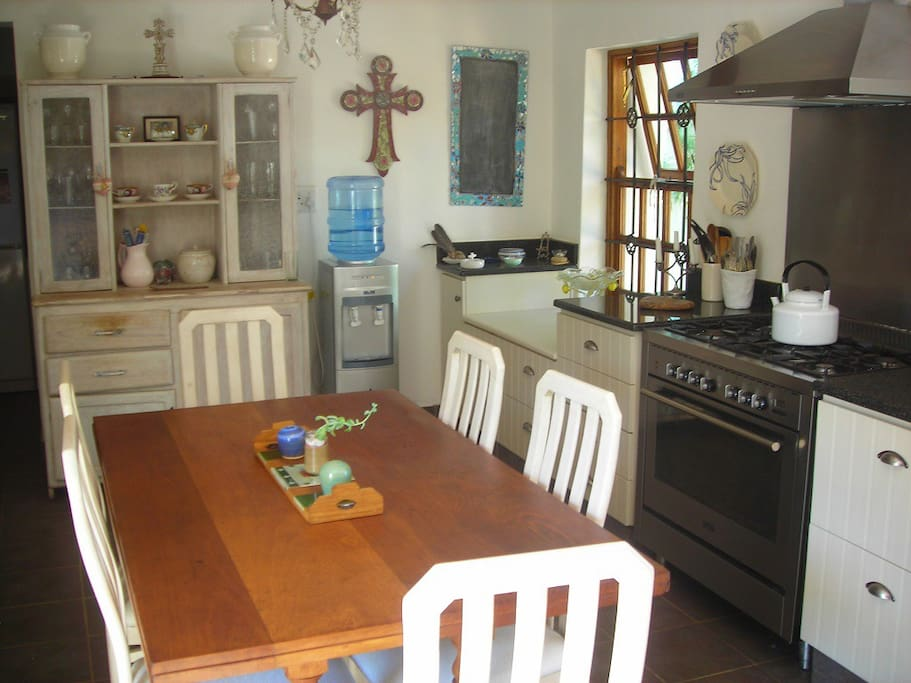 Cosy but spacious kitchen with everything you need to make a gourmet meal