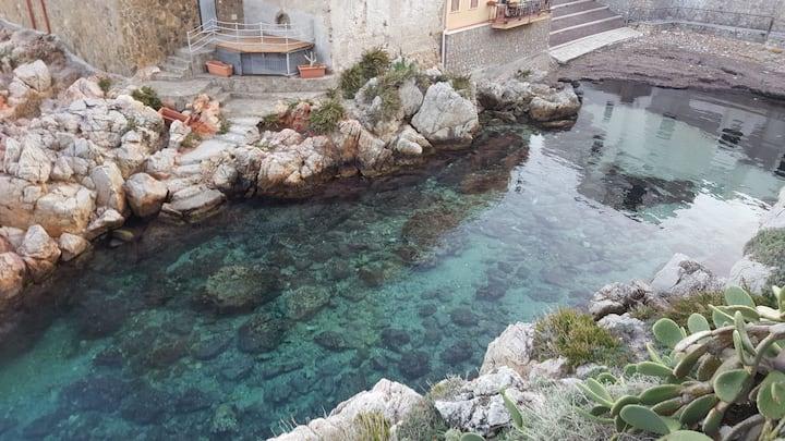THE SEA AT HOME (by La Caletta)