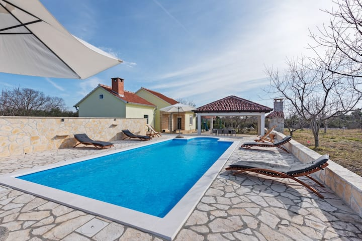 Peaceful Cottage in Benkovac with Swimming Pool