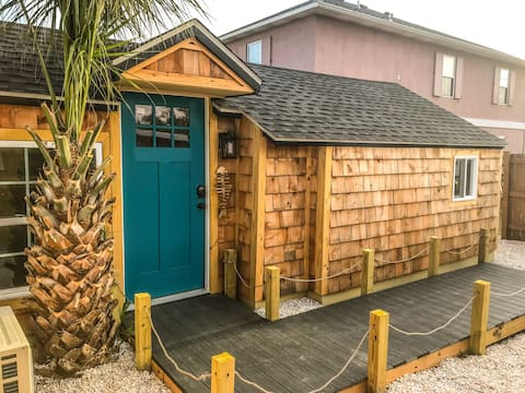 The Cedar Blue-Tiny house 1 block from the Ocean!