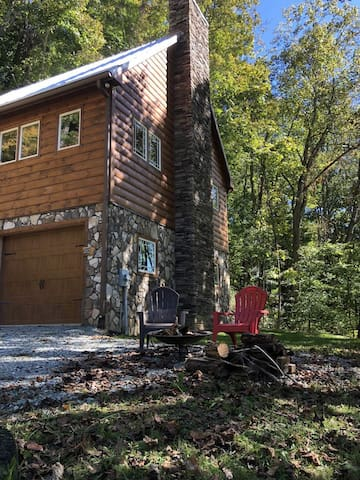 Special Offer!Studio style log cabin located peacefully15-20 minutes from Boone.