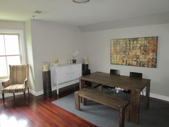 HUGE 3 Bedroom w/easy access to Manhattan