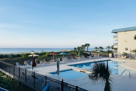 Fins Watch/Couples Waterfront Condo/2 bikes incl!!