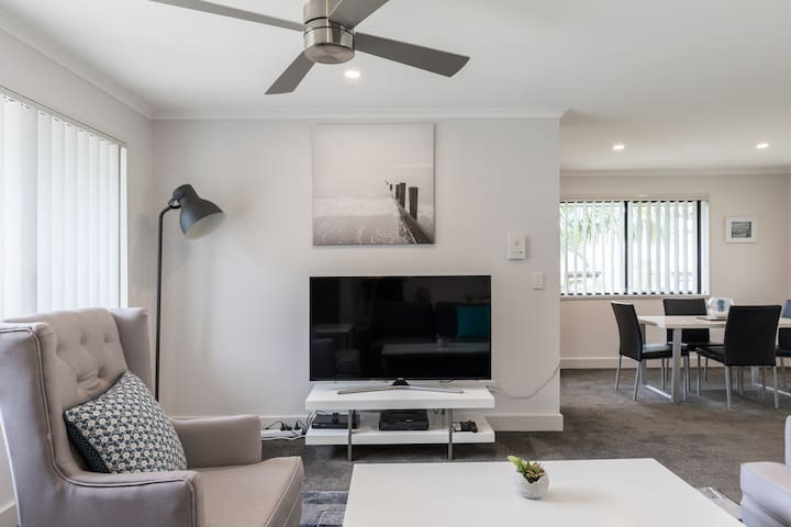 One bedroom Apartment in Southport- free nbn wifi