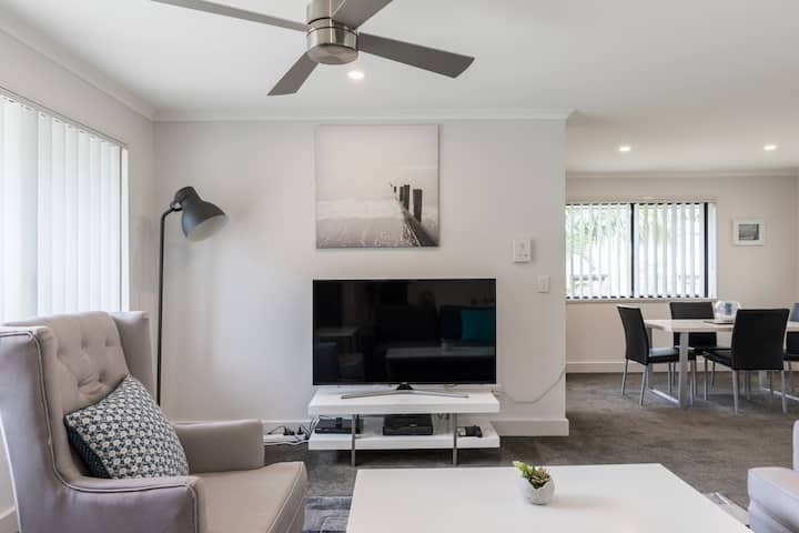 One bedroom Apartment in Southport- free nbn