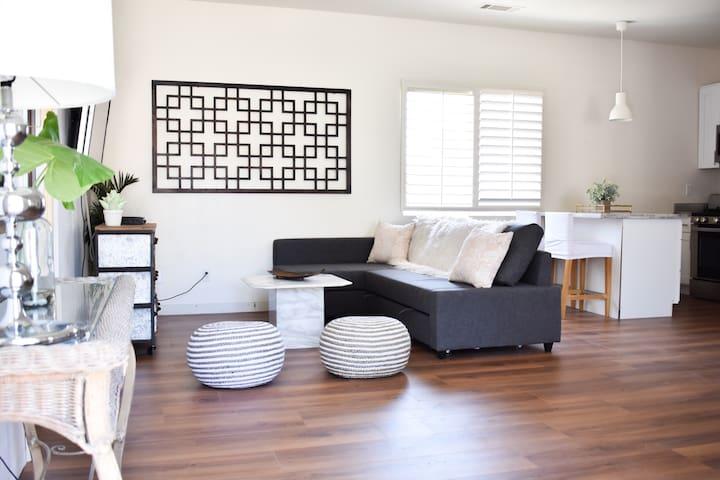 RIVERSIDE 2nd FLOOR GUEST HOUSE  1bd/1bth/Kit (p)