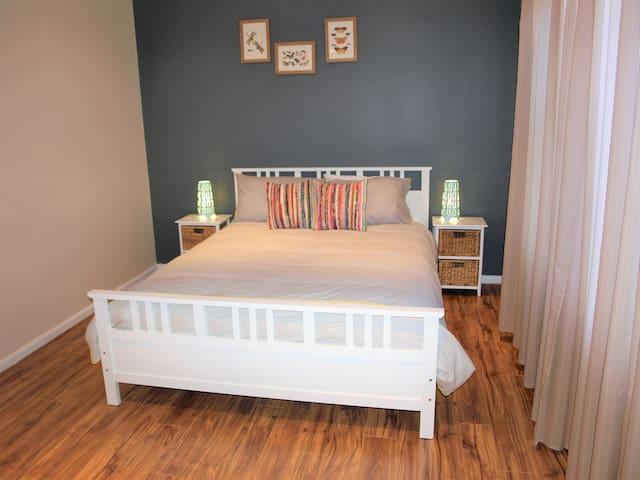 Master Bedroom: Queen, built in wardrobes