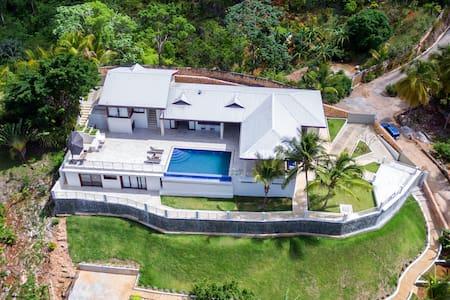 Luxurious Villa, Ocean View, Chef Optional!