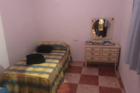 Alquilo bonita habitación - Yepes