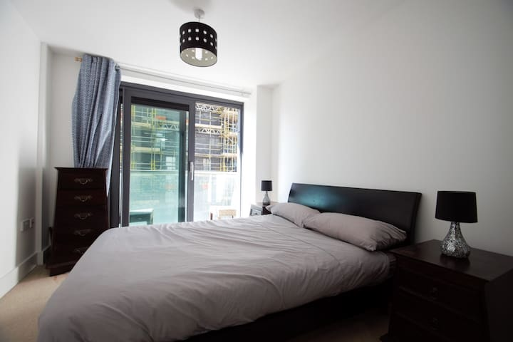 Cozy Modern 1 Bedroom Apartment Near Canary Wharf - London - Apartment