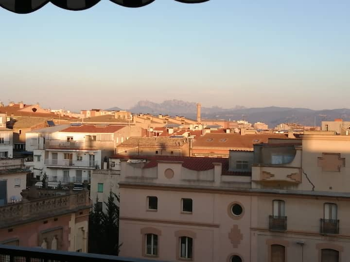 Pis amb grans vistes a Montserrat