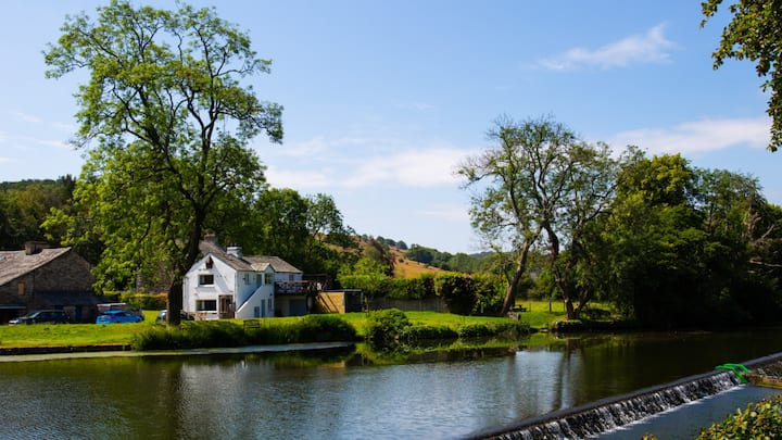 Riverbank Hideaway