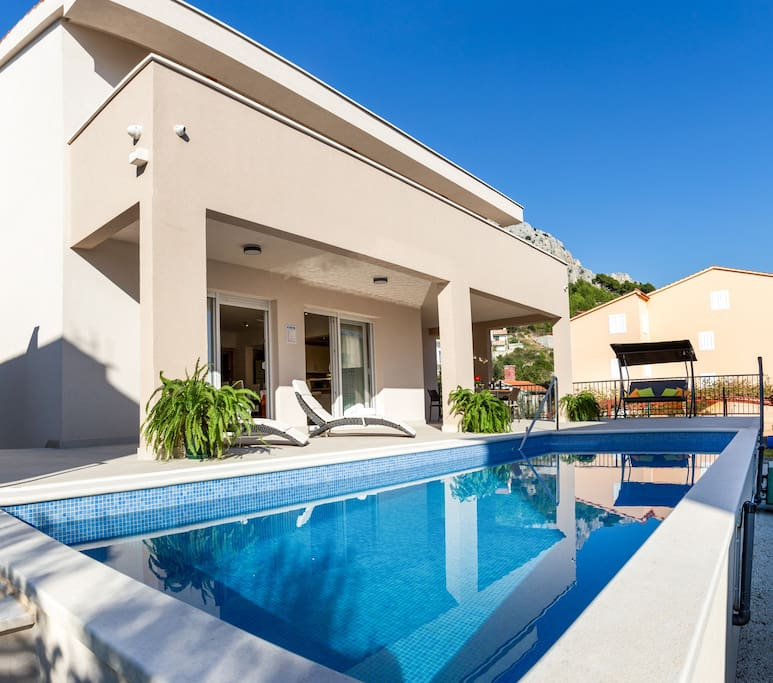 Villa Leonore with 24m2 heated pool