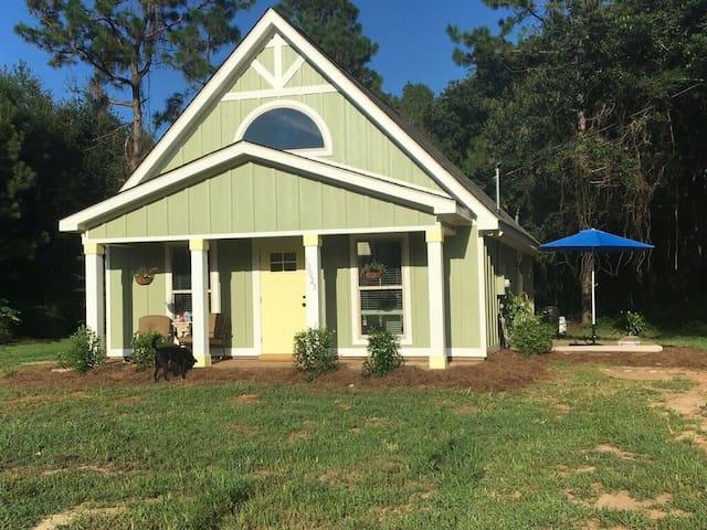 Tranquility Base Cottage - Fairhope - Hus