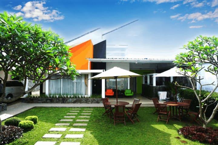 rumahkitakatumiri, Parongpong Lembang BDG Barat