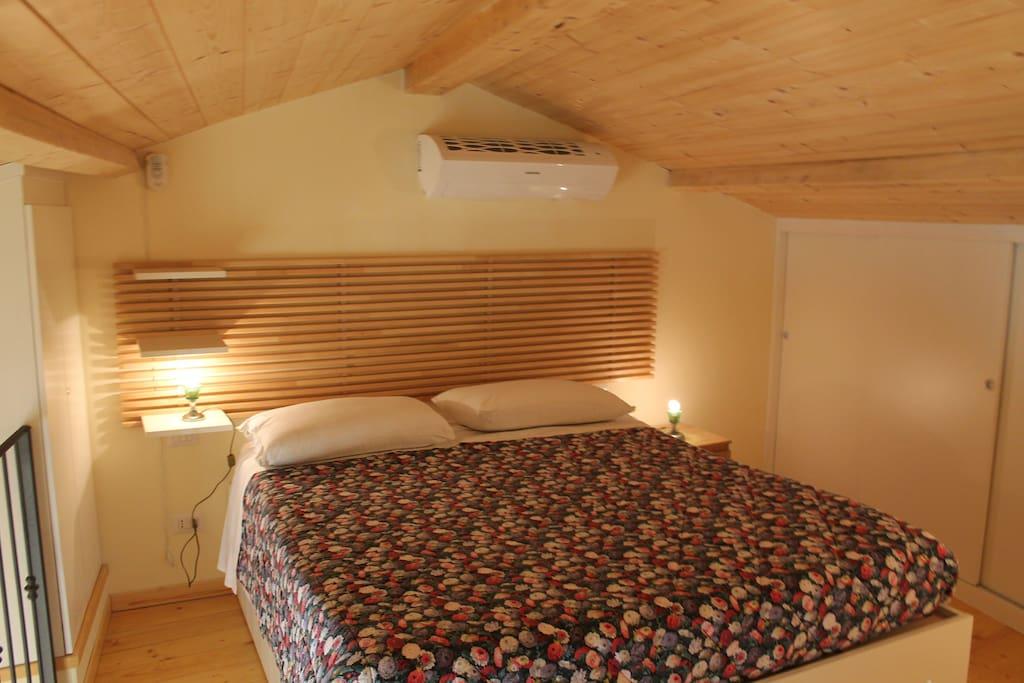 Il letto sotto il tetto