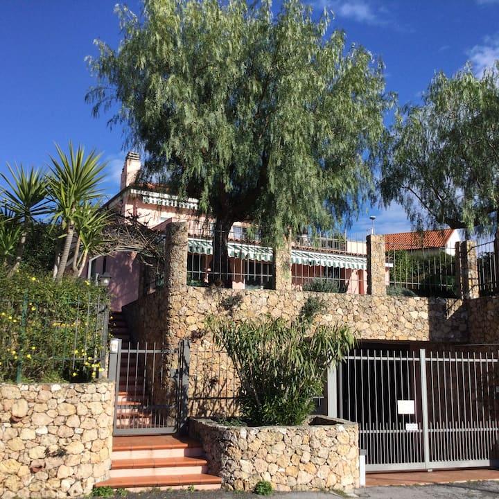 Casa di Dada con giardino e piscina privati