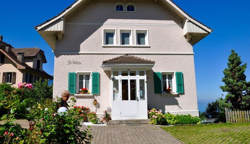 Chez Monique: chambre vue sur lac - Montreux - Rumah