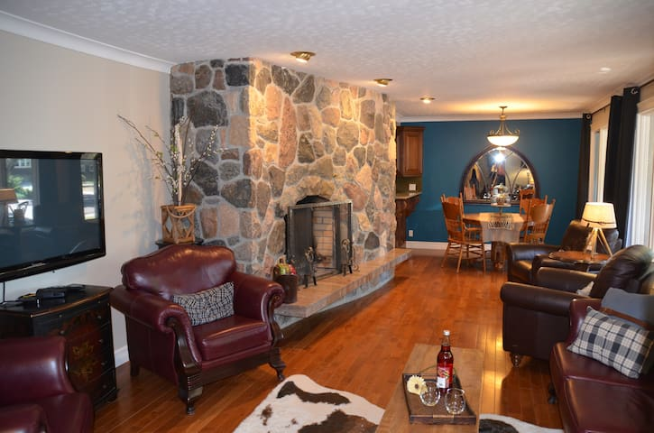 Luxurious Upscale Home with Garage. A true gem!.
